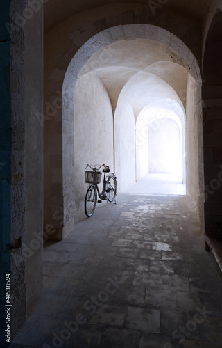 old arcade and bicycle - 41538594