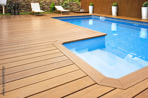 canvas print picture Blue swimming pool with  wood flooring-Piscina madera