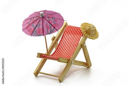 liegestuhl mit sonnenschirm stockfotos und lizenzfreie bilder auf bild 41552523. Black Bedroom Furniture Sets. Home Design Ideas