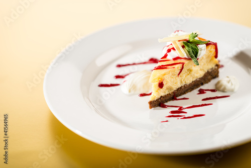 Delicious cheesecake with raspberry sauce