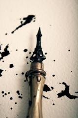 Penna stilografica e macchie di inchiostro