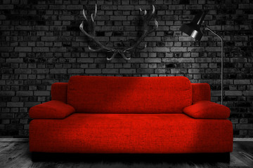 Rote Couch im Schloss