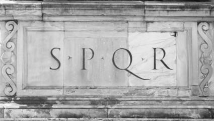 Iscrizione SPQR : Senatus Populusque Romanus