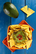 nachos con crema di avocado