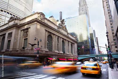 Grand Central Terminal mit Verkehr, New York City