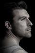 Dunkles Männer-Portrait