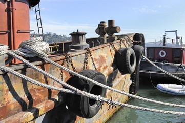 vecchio peschereccio in porto