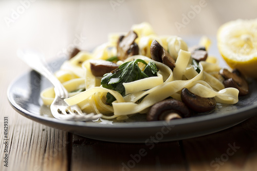 tagliatelles with spinach and mushrooms