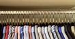 Kleiderstange mit Hemden