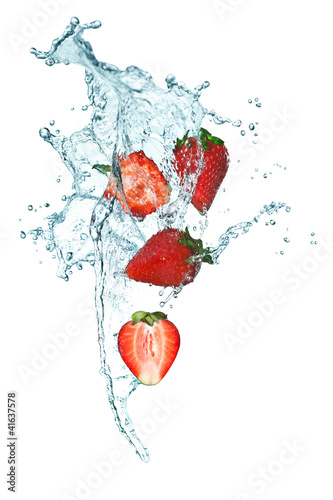 Foto op Plexiglas Opspattend water Strawberry