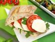 Tomate Mozzarella auf Ciabatta