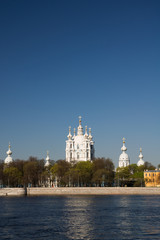 Смольный собор.  Река Нева. Санкт-Петербург, Россия