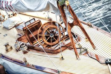 Detail einer Segelyacht im Kieler Hafen