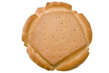 Pan fresco aislado sobre fondo blanco