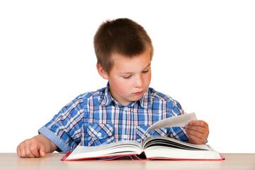 Kind beim Lesen eines Buches