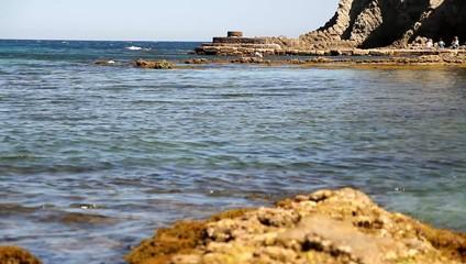 imagen del mar con rocas con slider