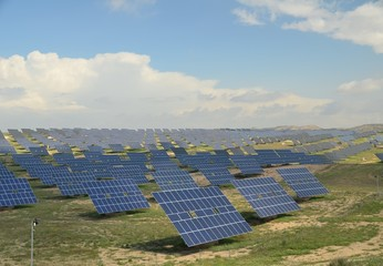solar power plant tacking the sun