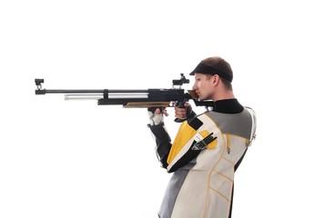 Schütze mit Luftewehr in Seitenansicht