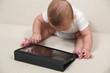 Baby mit Computer