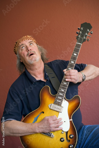 Mature guitarist searching for the high notes