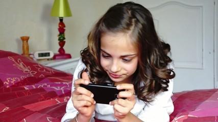 jouer à des jeux video sur un mobile