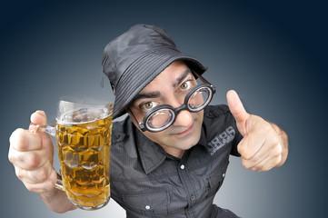 Celebrando con cerveza.