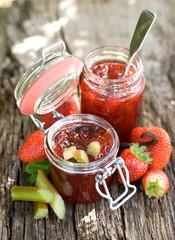 Erdbeermarmelade mit Rhabarber