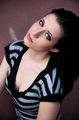 portrait jeune femme brune sexy