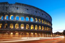 Koloseum w nocy. Rzym - Włochy