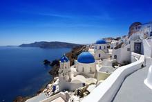 Santorini z tradycyjnych Kościołów w Oia, Grecja