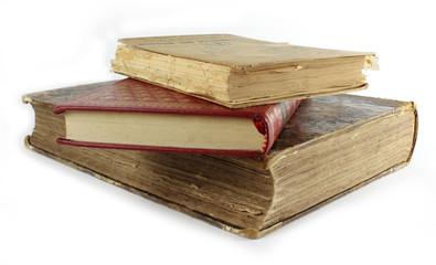 Livres anciens empilés
