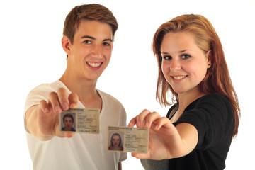 Zwei Teens Personalausweis