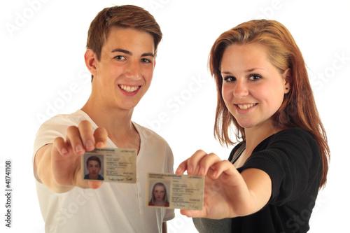 Zwei Teens Personalausweis - 41741108