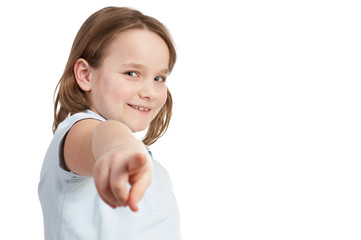 kind zeigt entschlossen mti dem finger