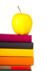 manzana con libros