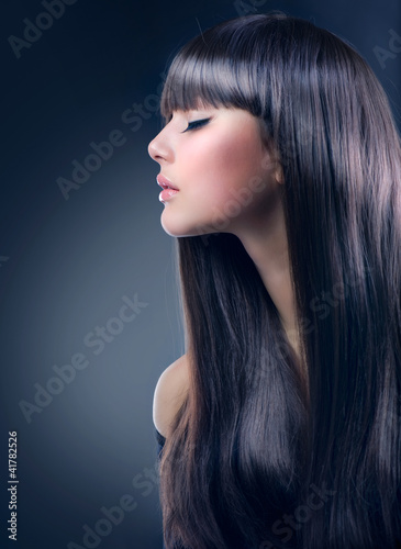 Fashion Brunette Girl. Healthy Long Hair