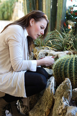 Woman pricked herself on a thorn from a cactur