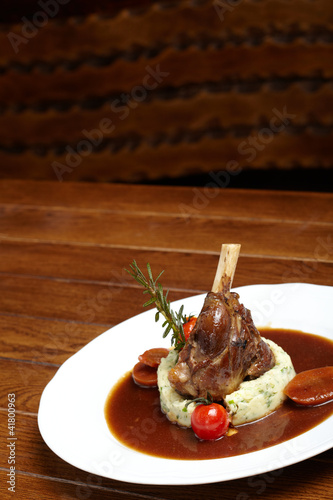 grilled knuckle of pork with sauce