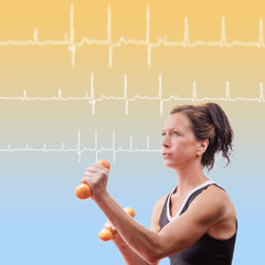 Fitnessfrau mit EKG