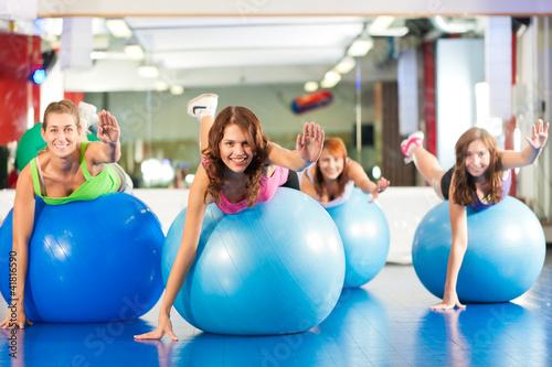silownia-fitness-kobiet-trening-i-trening