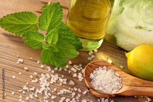 Badesalz mit Zitronenmelisse und Öl