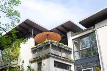 Sonnenschirm Balkon Haus