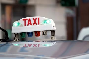 Taxi en service en attente de chargement