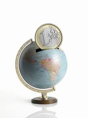 globe as money box - mappamondo a salvadanaio