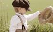 Junge mit Hut und Mütze