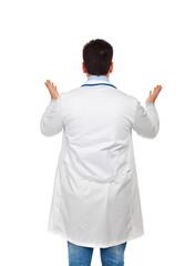 Dottore abbraccia di spalle