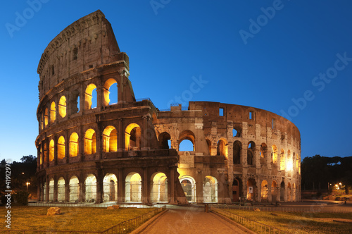 Leinwanddruck Bild Coliseum at night,  in Rome - Italy
