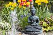 Buddha-Ensemble mit Tulpen