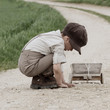 Kind auf der Straße