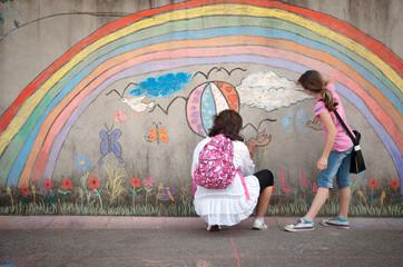 Arcobaleno disegnato sui muri - graffiti